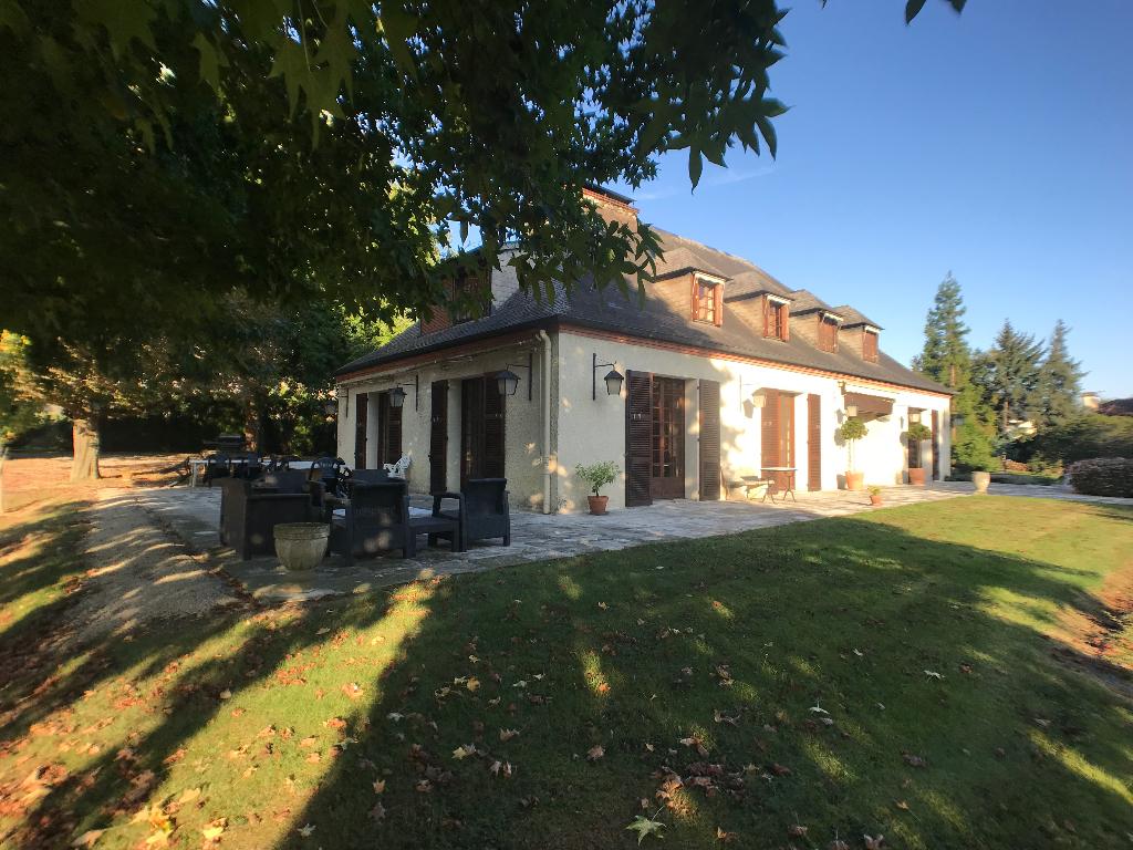 Villa Pau Nord 10 pièce(s) piscine, tennis 540 000