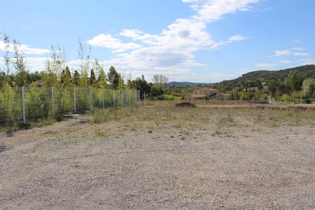 terrain 849 m2
