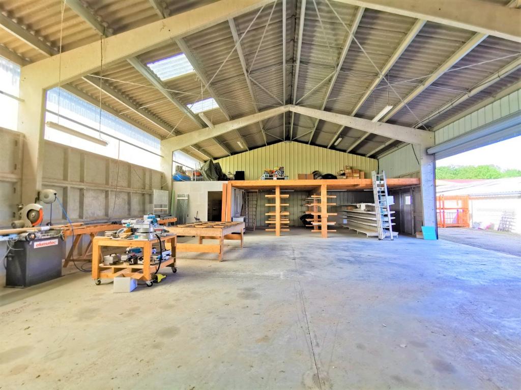 Entrepôt / local industriel d'environ 300 m2