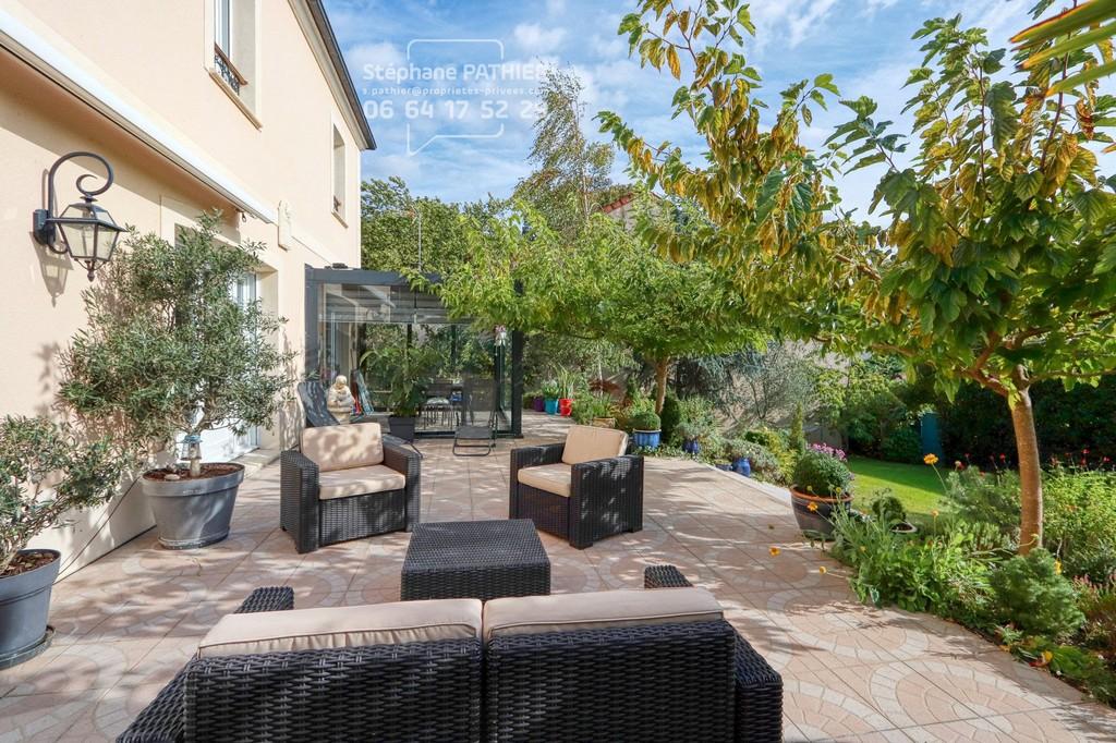 VERRIERES-LE-BUISSON - Maison de 2006 de 283 m² habitables et sous-sol total de 126 m² utiles sur terrain de 1240 m²