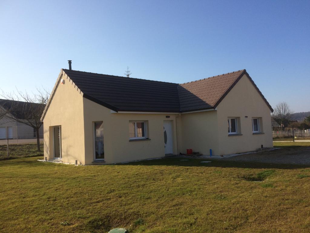 Proche  Les Andelys   maison plain-pied 5 pièce(s) 90 m2 avec jardin de 745 m²