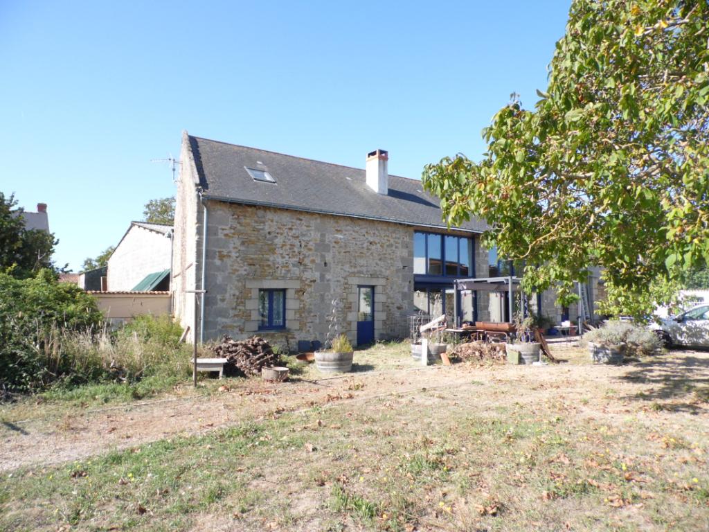 Maison ancienne rénovée avec vie de plain pied et 4 chambres - 215336