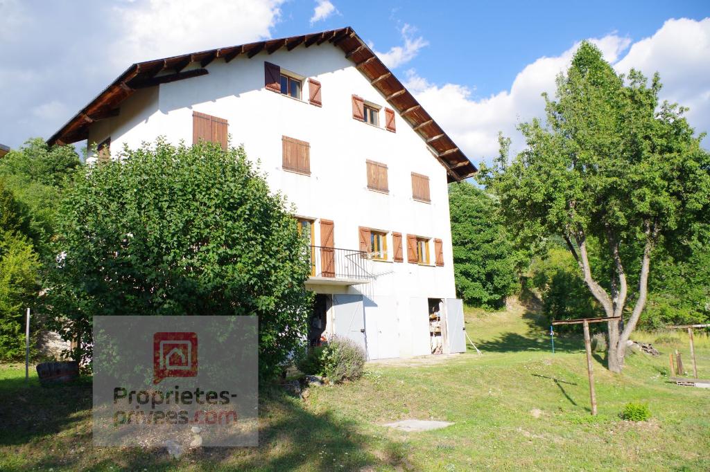 Très proche Valberg, grande maison à rénover