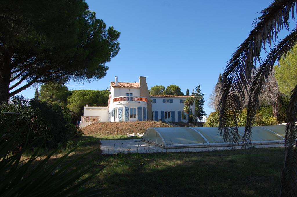 Demeure de prestige Marseillan 7 pièce(s) 265 m2 6500m2 vue mer étang piscine terrain tennis sauna
