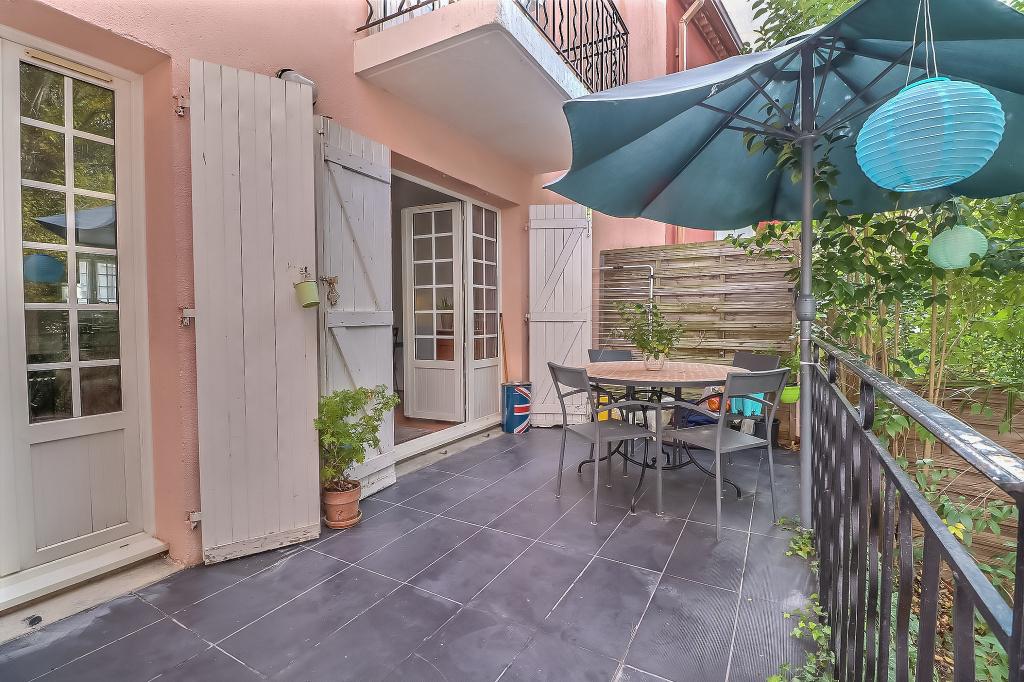 grande  maison de ville T6 de 105 m2 calme et ombragée  dans  secteur hopitaux facultés avec garage  et jardin