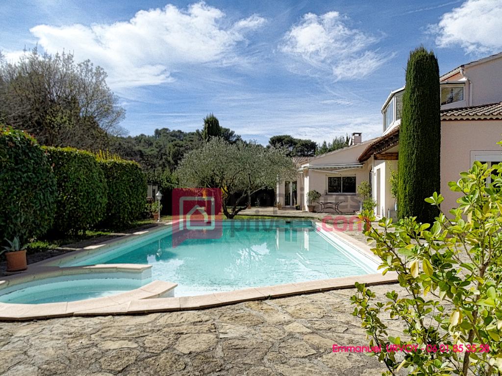 13103 - Saint Etienne du Grès - Maison de 6 pièces, 170 m² avec 3 chambres avec jardin et piscine