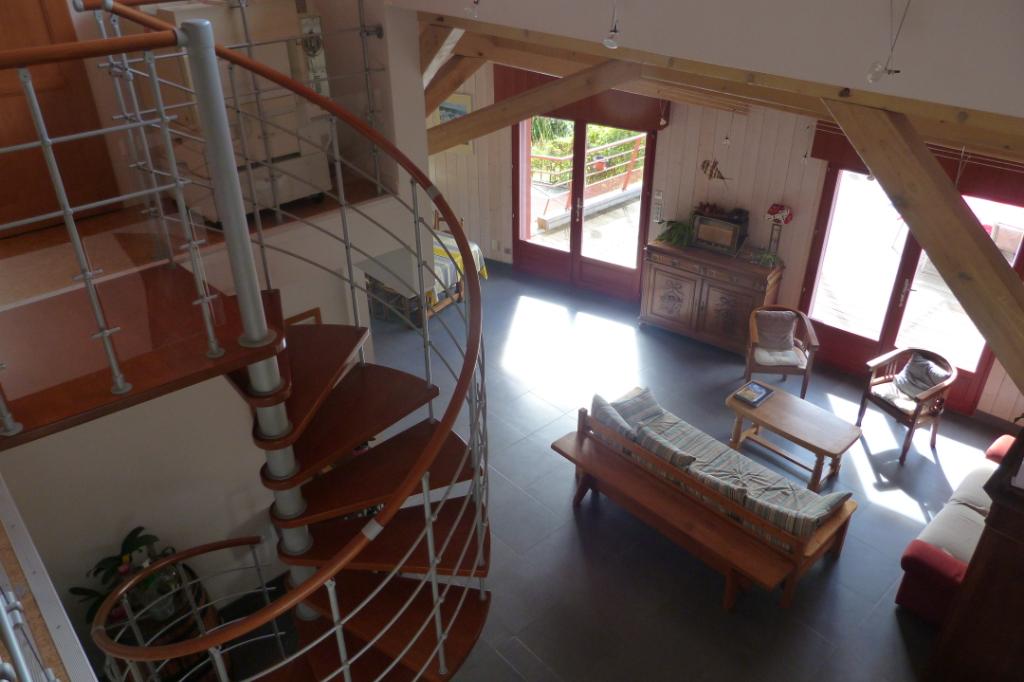 FOIX, 09000 Maison habitation écologique, 4 chambres, garage , terrain, piscine  Prix : 496 800 euros  honoraires charge vendeur
