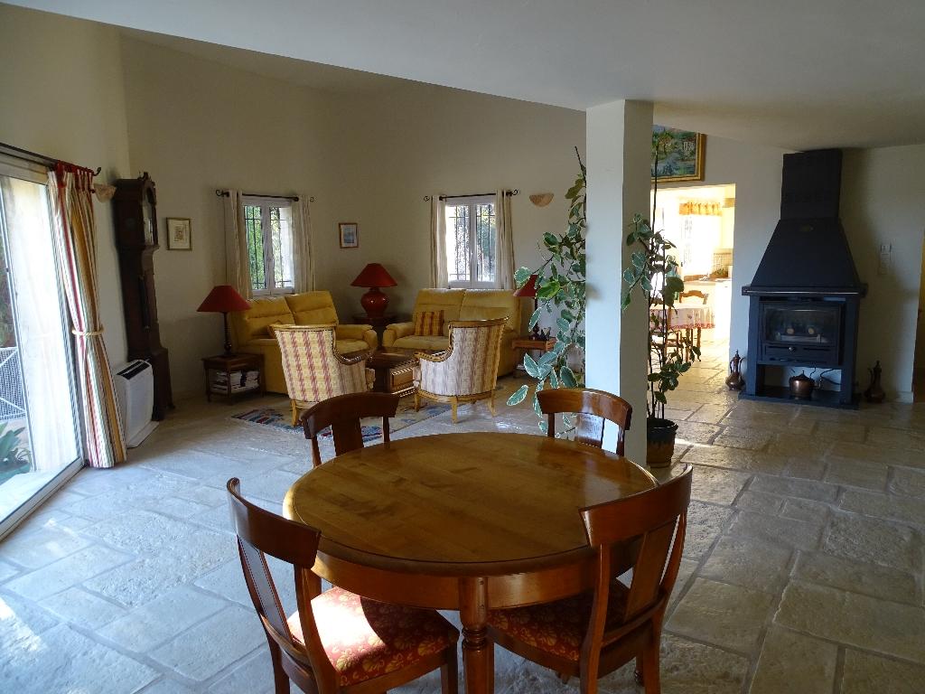 Maison Vence 06140 4 chambres dont une suite parentale. 187 m2