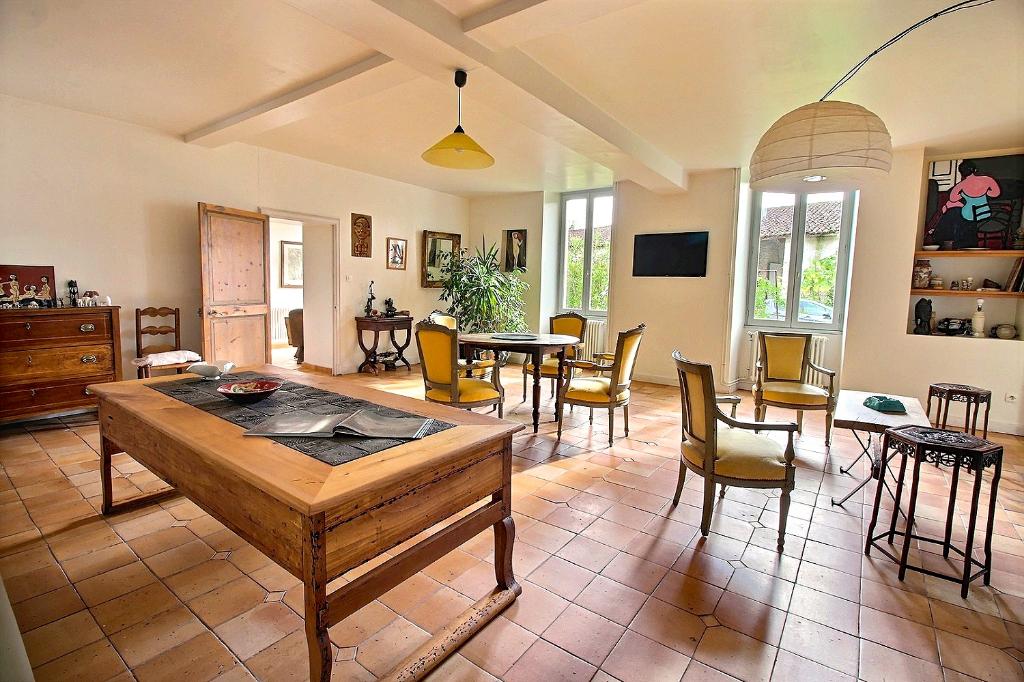 A vendre - 16100 COGNAC - Longère 19ème siècle, 2295 m2, 13 pièces, 7 chambres
