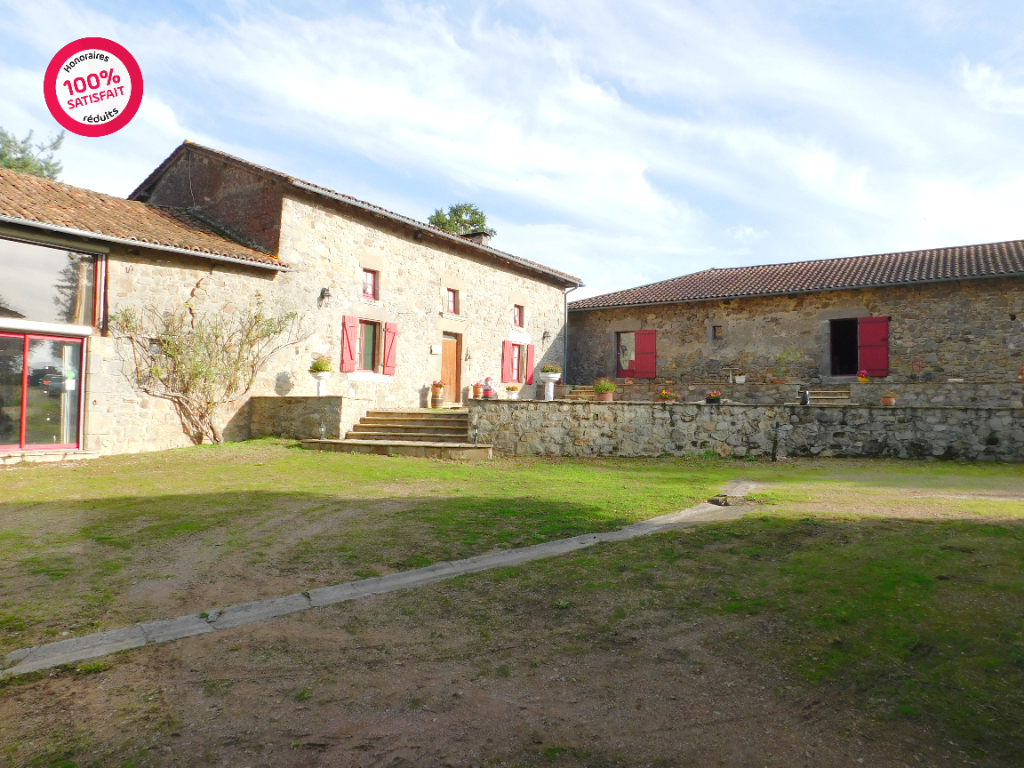 Maison Nontron 7 pièce(s) 204 m2 sur 4 hectares de terrain