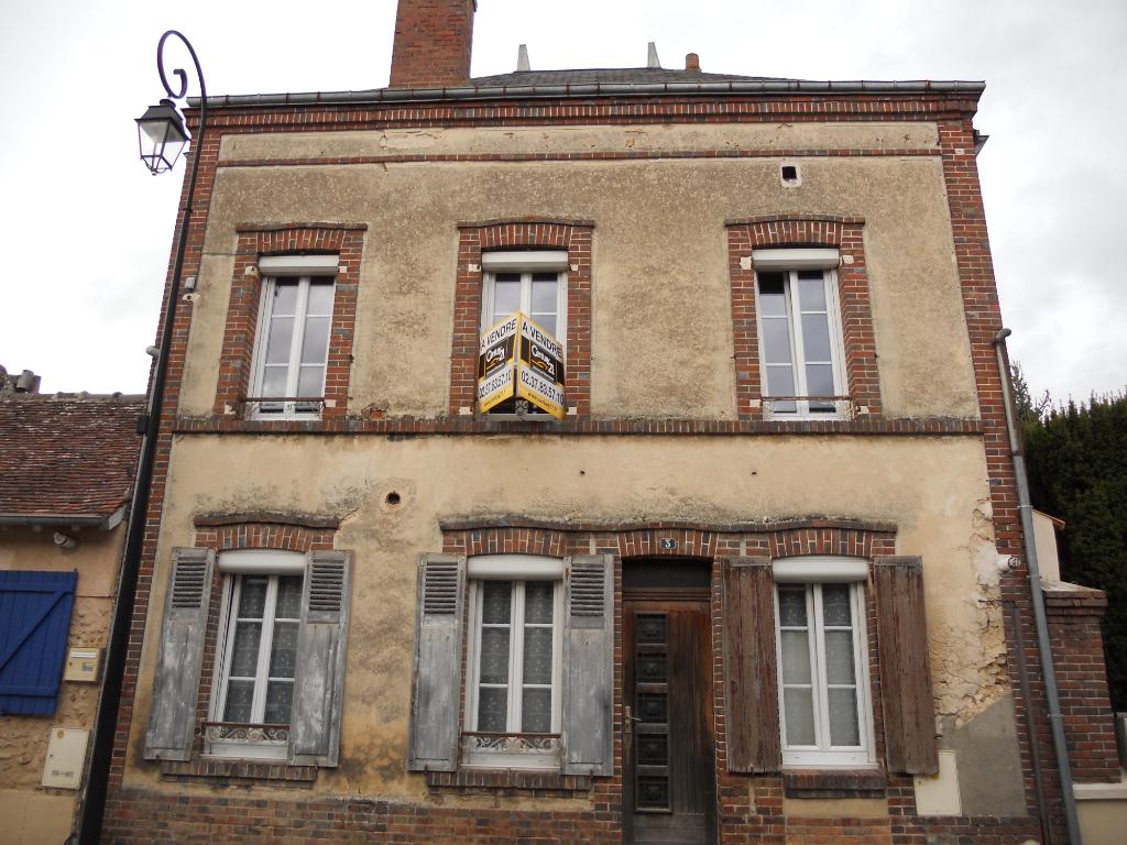 Maison  de ville à rénover avec courette
