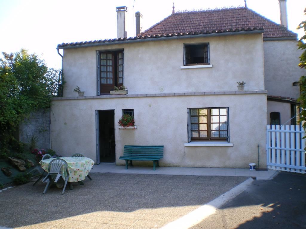 Maison 6 pièces 4 CH à St Fort Sur Gironde