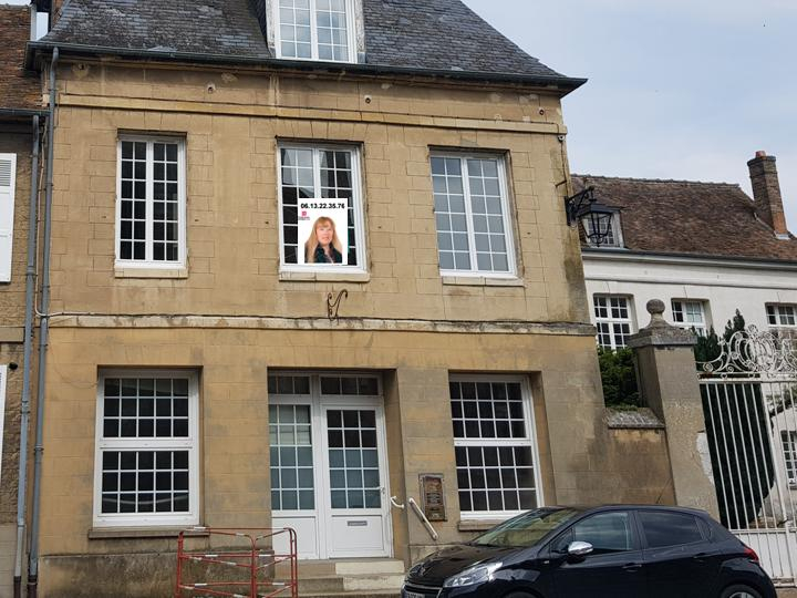 Le petit Andelys  - Maison de ville spacieuse de 195 m2 - 3 chambres - Prix : 209.000