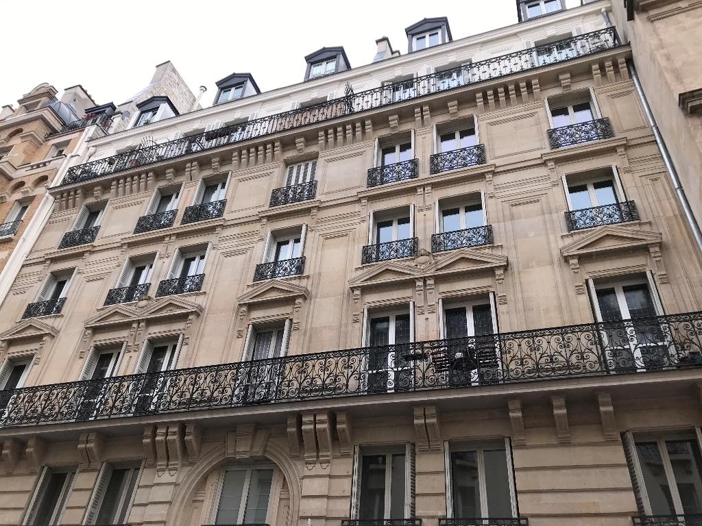 75004 PARIS LE MARAIS - APPARTEMENT 2 PIECES BALCON