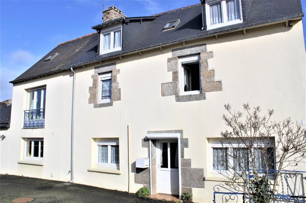 Côtes d;Armor 22800 Plaine-haute, maison en pierre, 4 chambres, terrain , proche Bourg