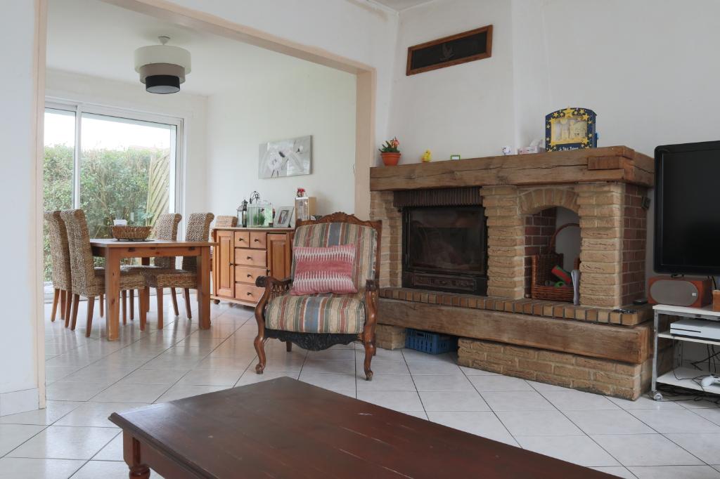 Maison Wattrelos 6 pièce(s) 100 m2, 4 chambres avec jardin, cave et stationnement