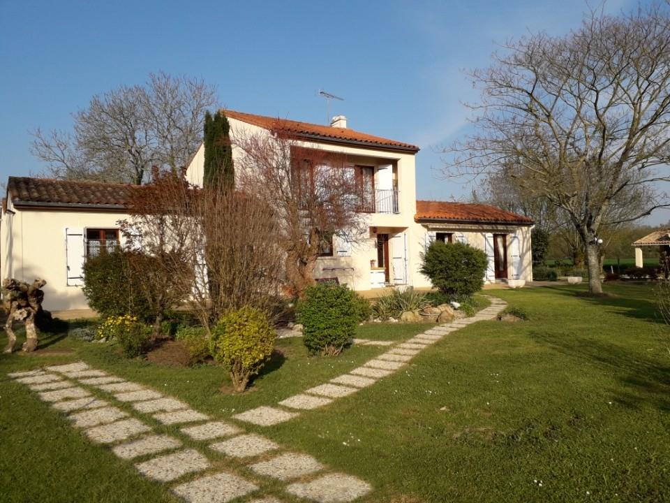 Maison Benet 6 pièces 142 m²