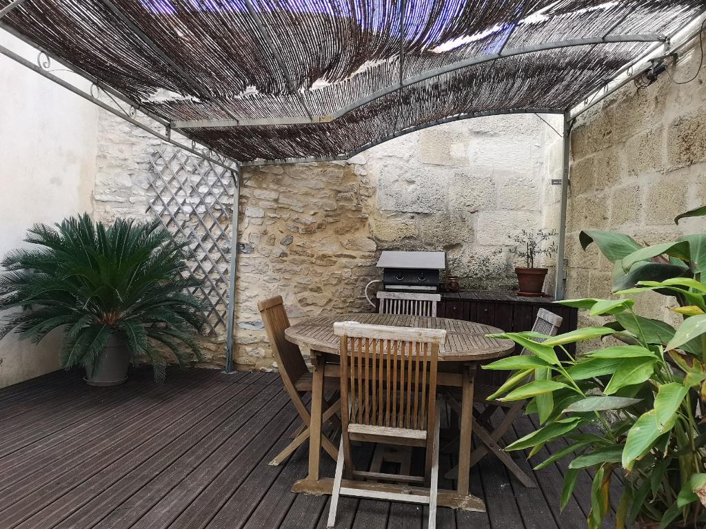 Maison en pierres avec grande terrasse 4 chambres à Calvisson