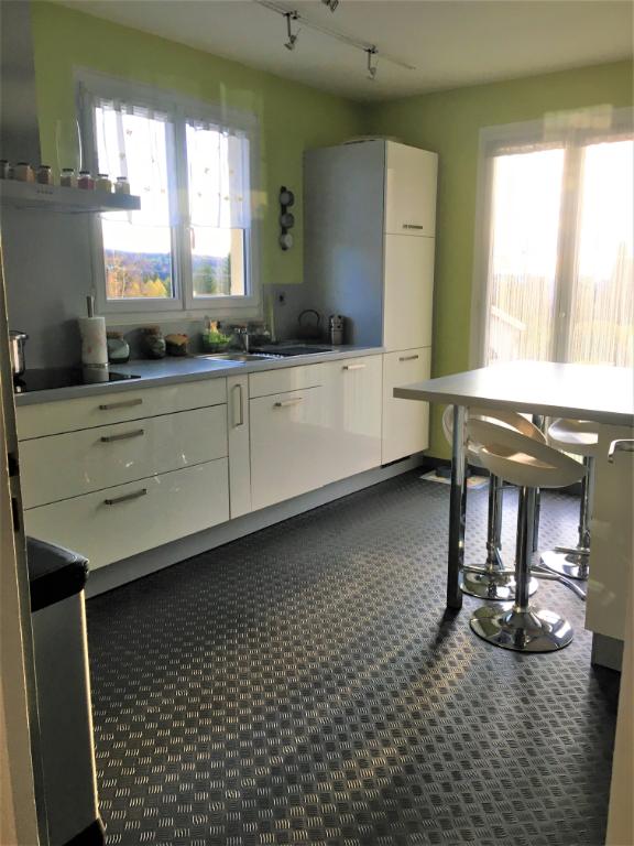 39400 Les Mouillés - Maison 120 m2 - 4 chambres - garages - terrain 1126m²