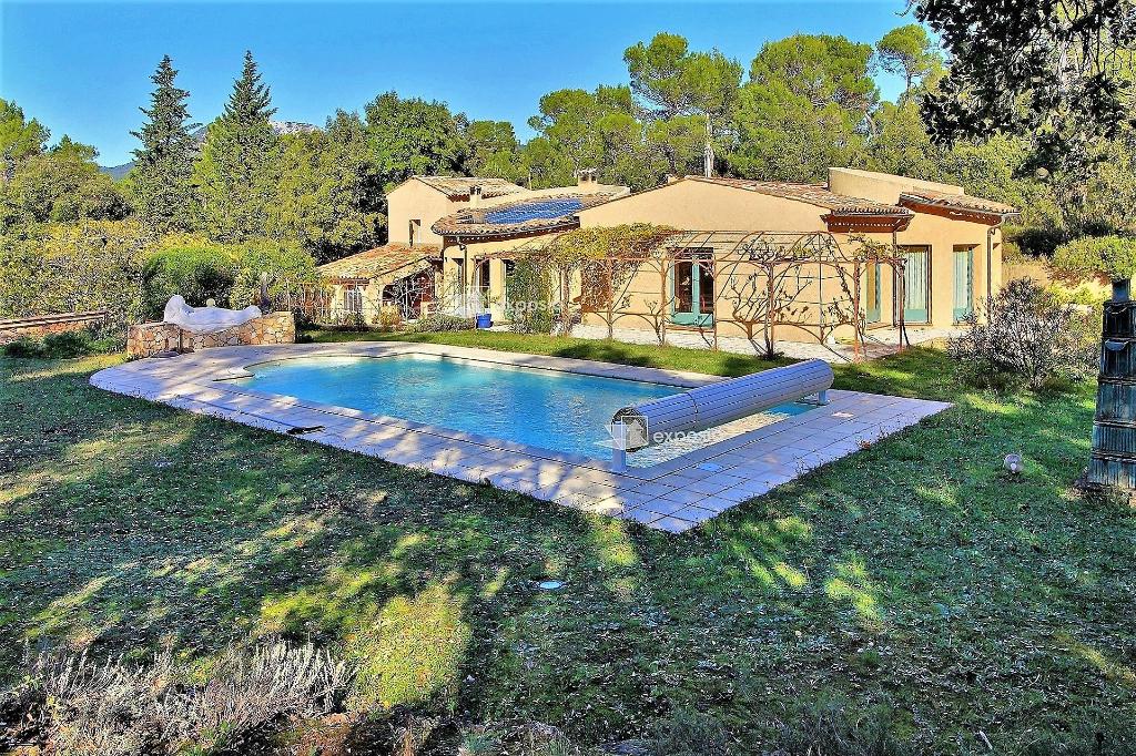 Villa 7 pièces, 5 ch. 2 sdb, piscine, beau terrain avec vue