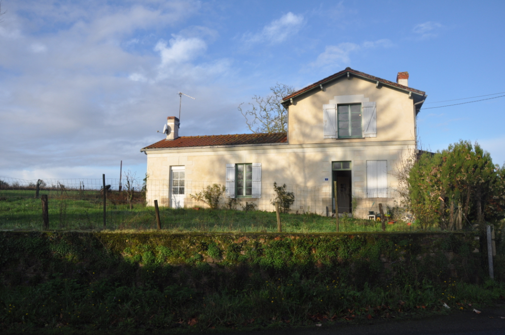 Maison a rénover sur sa parcelle de 1479 m²
