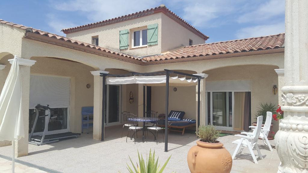 Villa  145 m2 sur 2500 m2 de terrain avec piscine