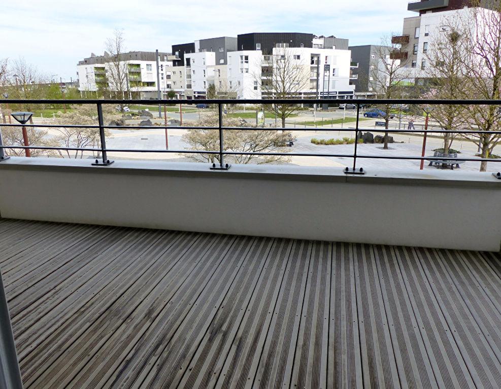 Appartement neuf avec belle cuisine aménagée, grandes terrasses et 2 stationnements