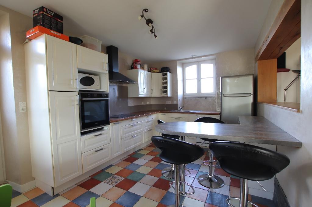 Maison   144 m2 - 4 chambres