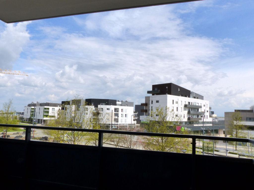 Appartement neuf avec joli balcon et stationnement privatif fermé