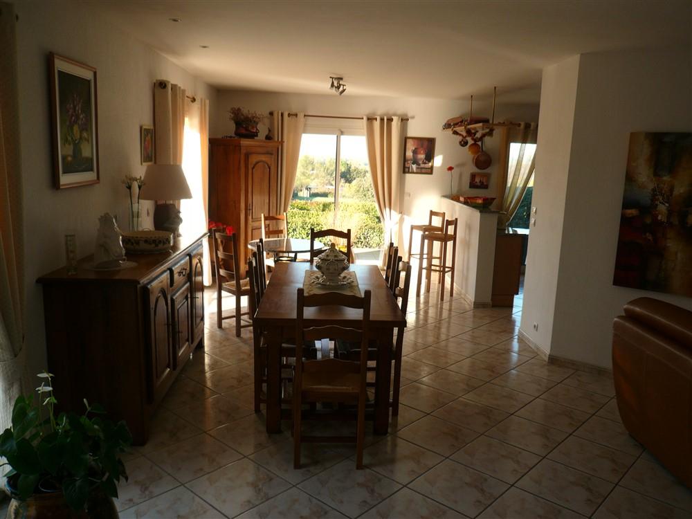 GARD. UZES. A 8 mn d'UZES et 10 mn de NIMES, villa de  5 pièce(s) 140 m2 sur terrain clos et arboré de 1300 m2