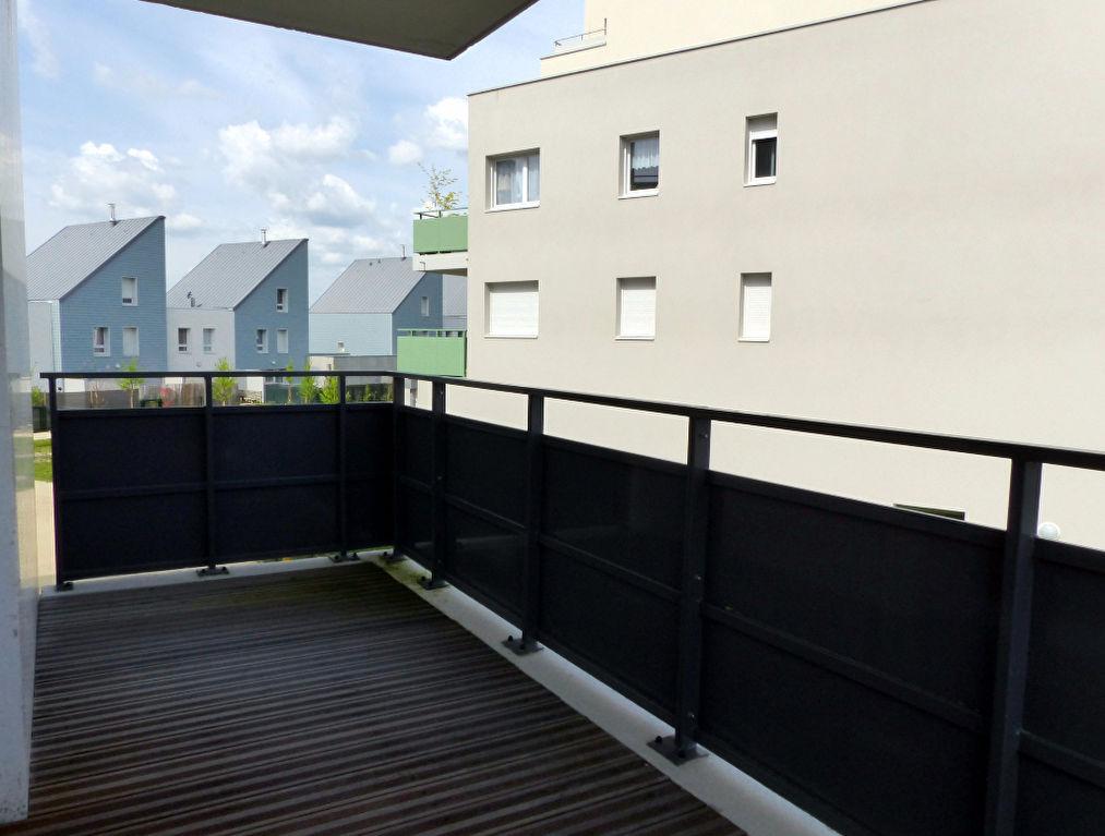 Appartement neuf avec grand balcon et stationnement privatif fermé