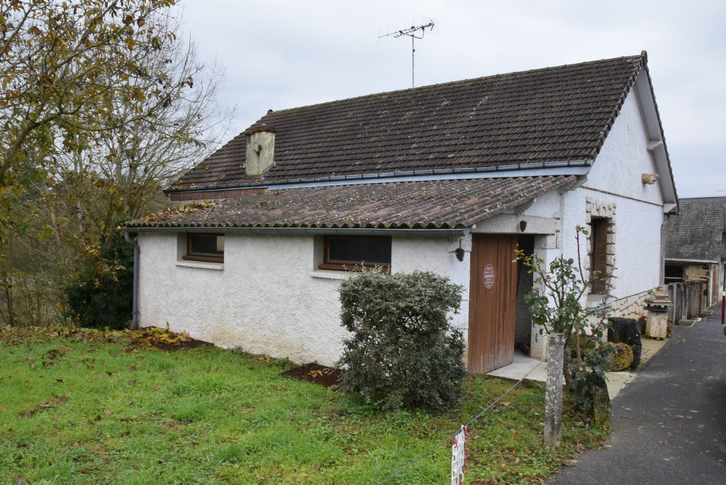 Savigny-sur-Braye 41360 2 Maisons à rénover sur terrain de 600 m2 au bord d'un ruisseau