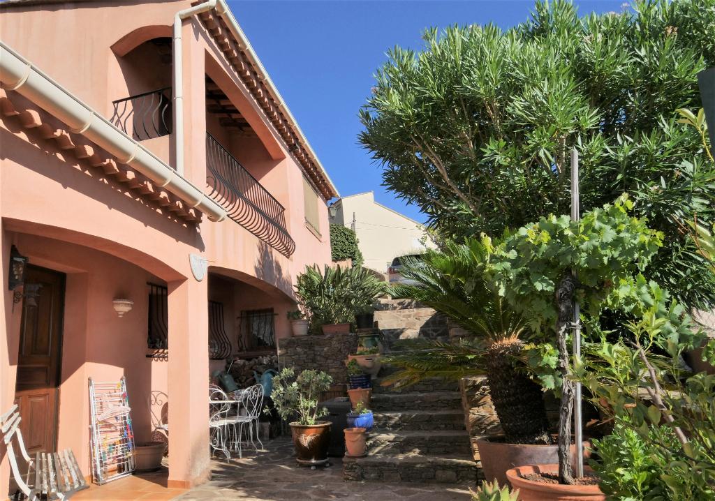 LE LAVANDOU Maison  5 pièce(s) 131 m2, piscine, garage