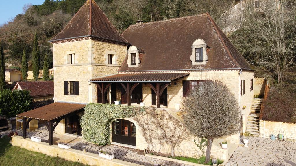 Maison proche de Beynac-et-Cazenac, 9 pièce(s) 330 m2