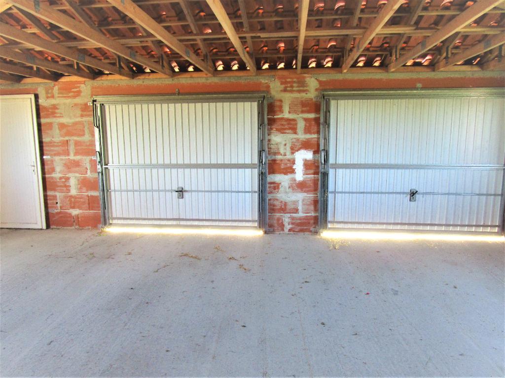 24700 Terrain CU  842m2 avec double garage