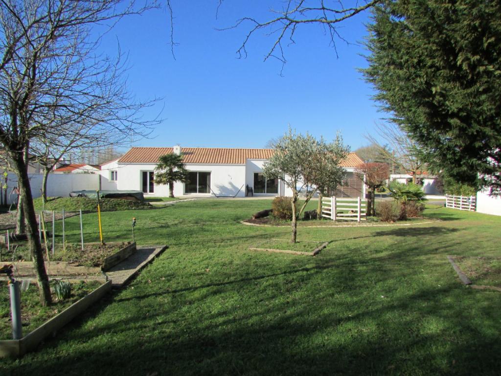 85300 CHALLANS - Maison de plain-pied 142 m2 + garage 77 m2