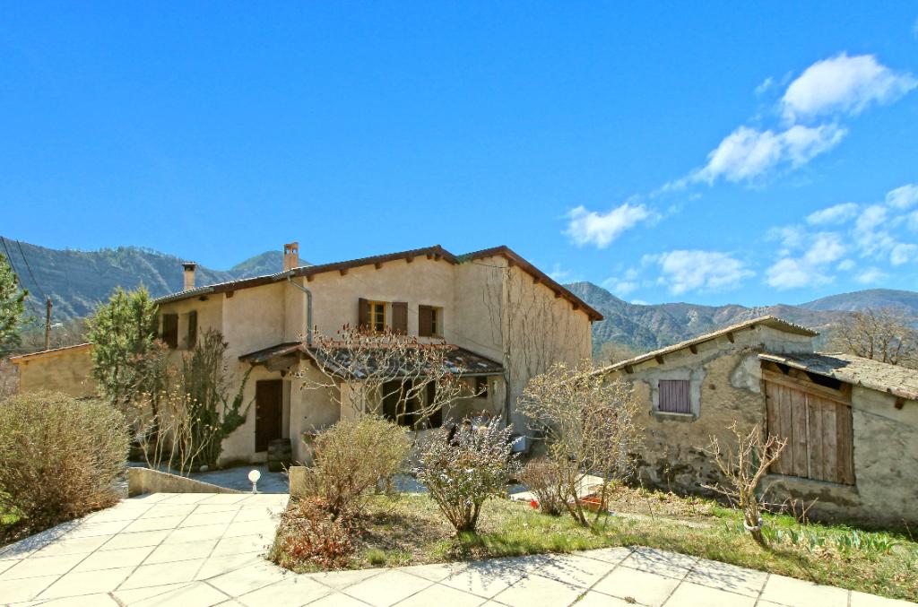 Maison familiale 9 pièces 5 chambres 285 m2 + dépendances Marcoux (04 420)