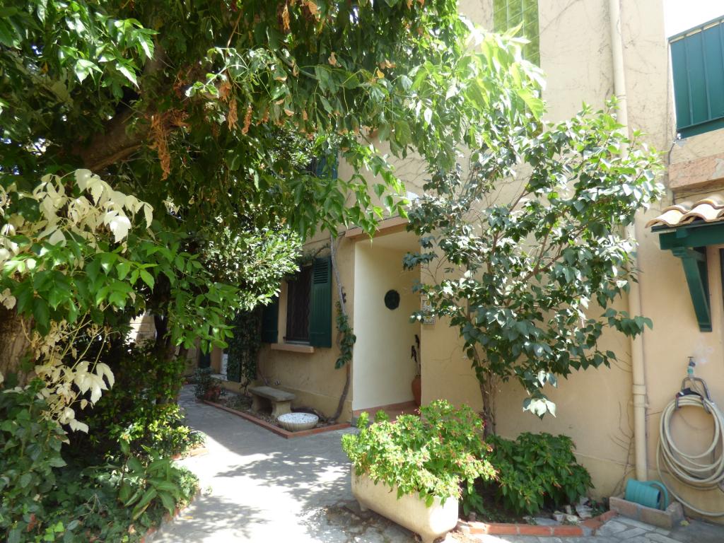 Maison  6 pièce(s) 152 m2   295 000 euros