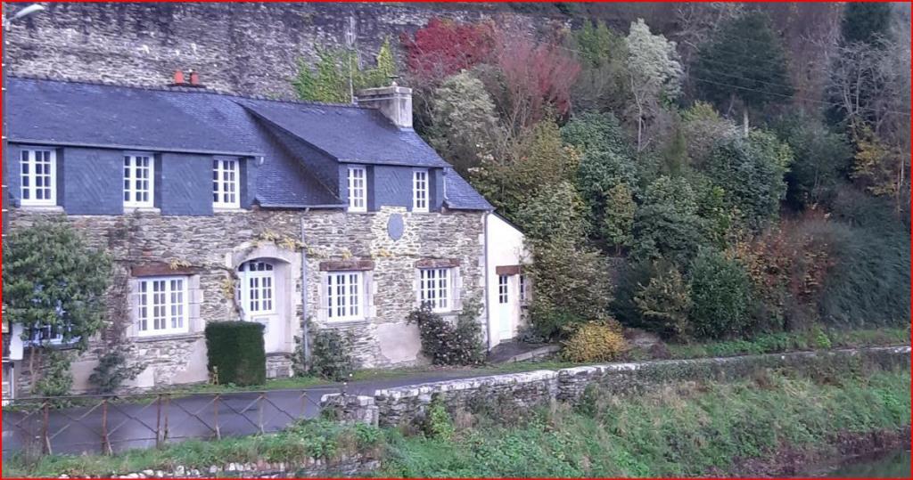 maison 5 étoiles de caractère 29520 Châteauneuf du Faou  195 m² avec jardin remarquable
