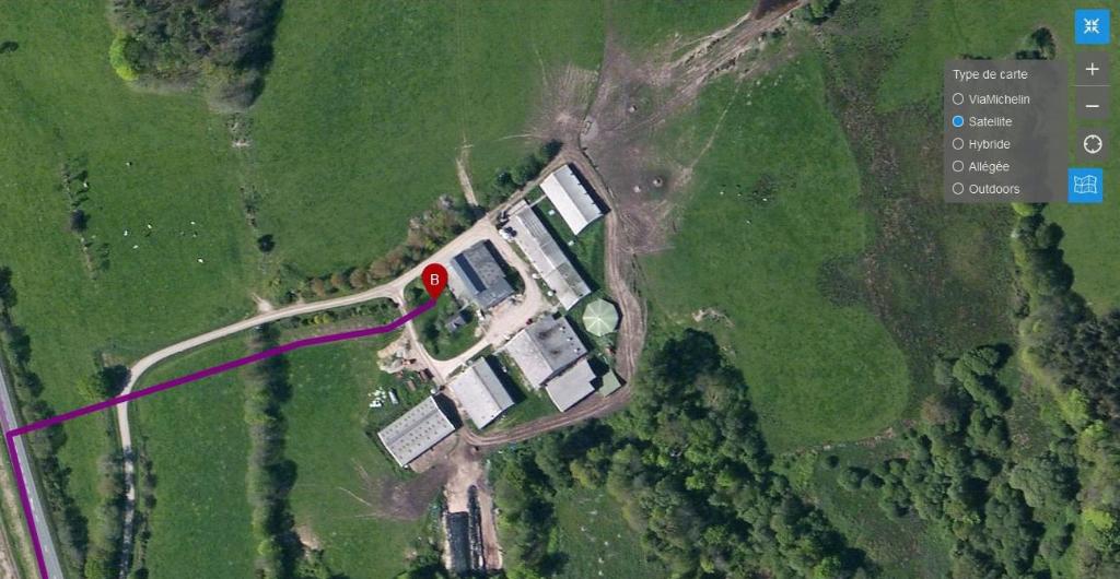 Ferme, avec 60 ha de terres, 19 boxes chevaux, bâtiments agricole