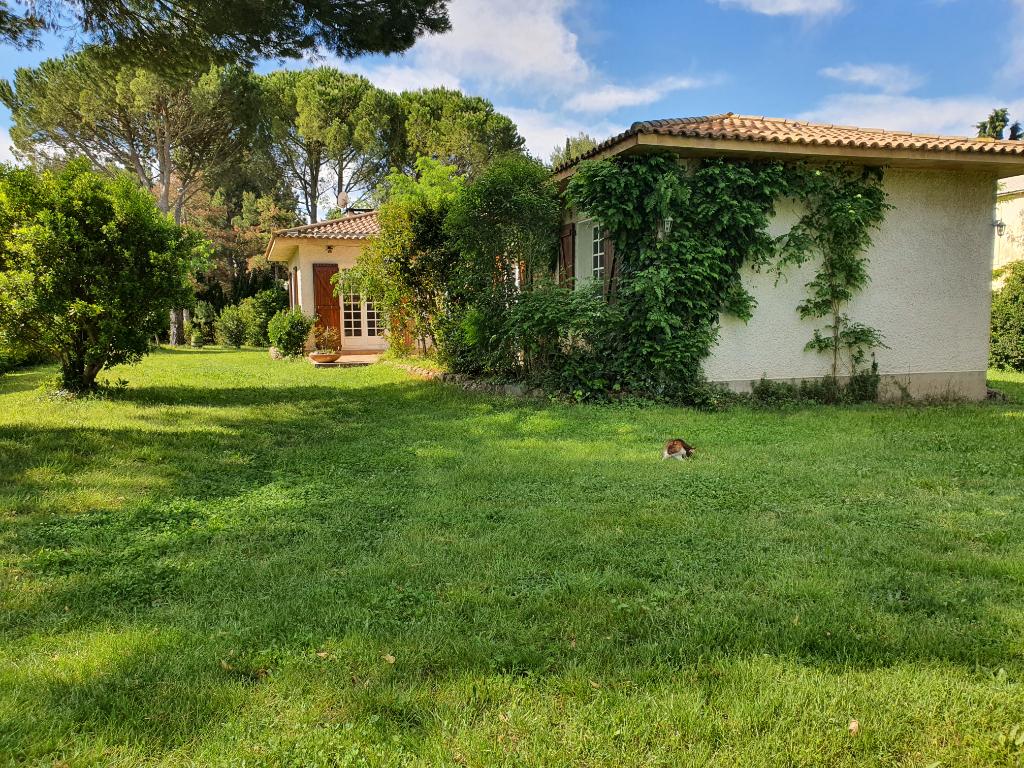 belle propriété :villa +dépendances dans un magnifique parc de plus 1 hectare