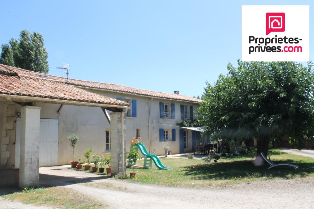79270 Le Vanneau-Irleau. Maison en pierre de 8 pièces de250m²