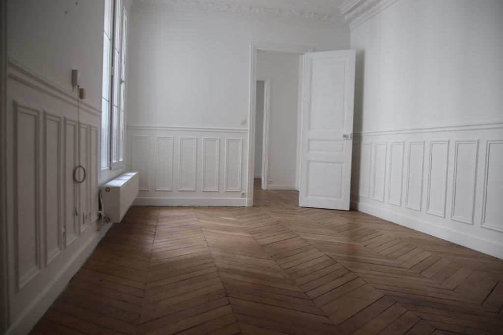 Appartement + Chambre de Bonne Paris 3 pièce(s) 55.46 m2