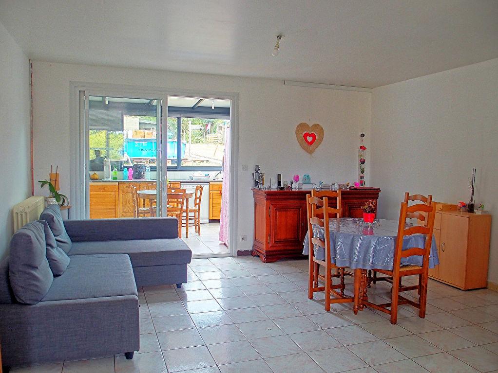Maison de 104m², 6 pièces, 4 chambres, jardin clos et dépendance