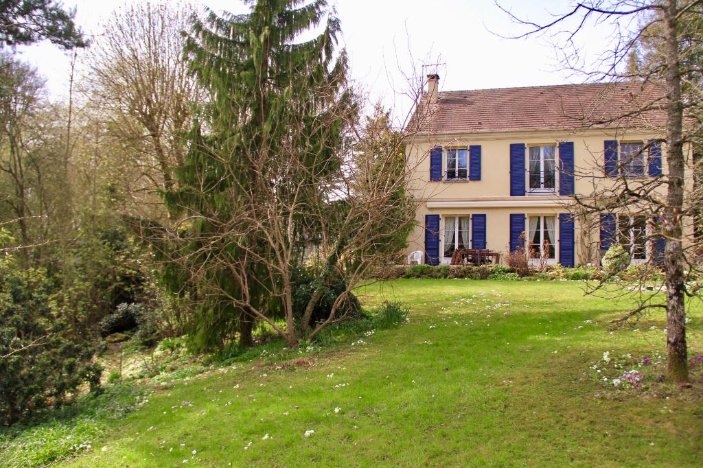 Maison avec 5 chambres dans un écrin de verdure