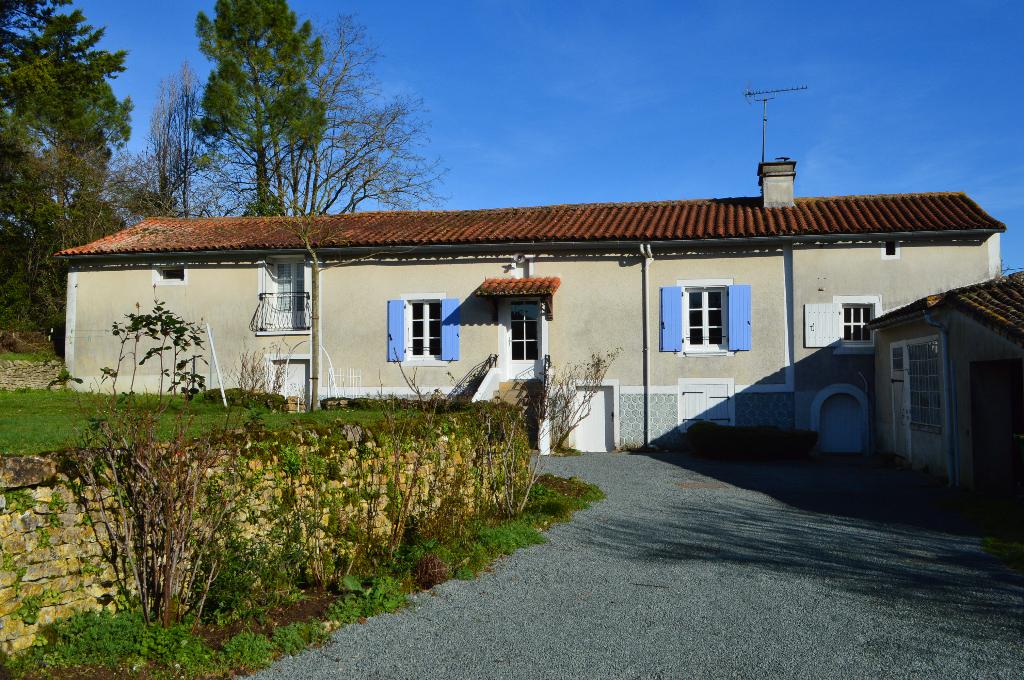 Maison Saint Christophe Sur Roc 5 pièce(s) 130 m2