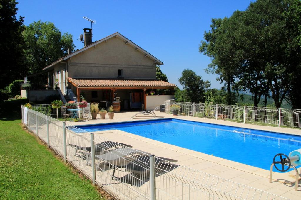 Maison avec piscine à Cahors, 4 chambres