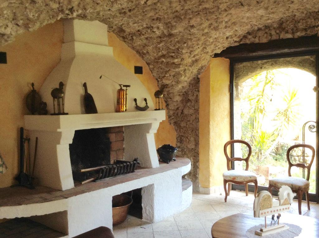 Bastide du 18e siècle rénovée et meublée, proche de Salernes, 8 suites,  350 m2