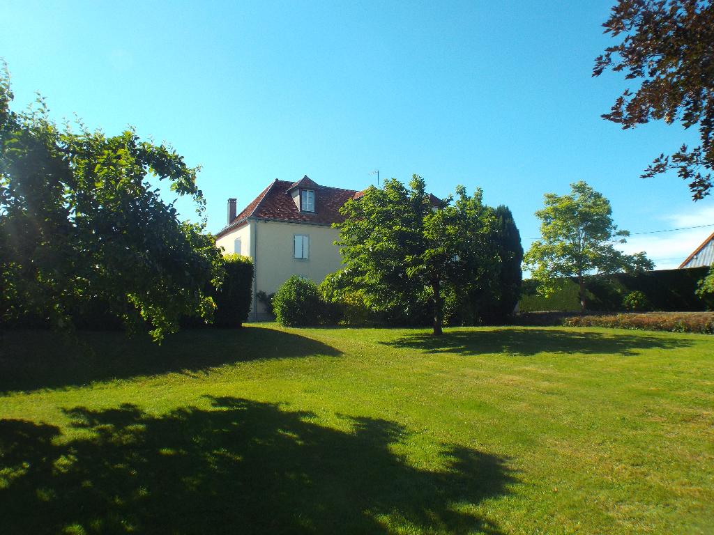 proche d' Arlay(39) Maison de maître 1783 dans parc 77 ares