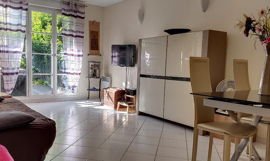 Appartement Combs La Ville 3 pièces 62 m2 + cave+ parking en s/s sol